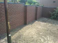Bricklaying, garden wall, turfing / image 2
